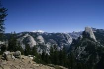 Half Dome und die umliegenden Berge