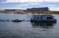 Hausboot mit mehreren Anhängseln am Lake Powell
