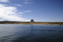 Seltsamer Stein in der Ferne des Lake Powell