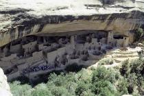 Unter diesem großen Felsen liegen die Wohnungen der Anasazi