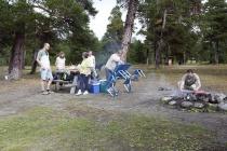 Der Picknickplatz wird hergerichtet