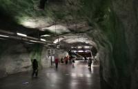 Abgang zur blauen U-Bahn in der Station Fridhemsplan