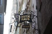 Schild an Geschäft in Regensburg