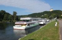 Blick auf Donauschiffe bei Kelheim