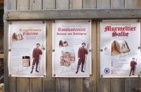 Werbeplakate bei der Glockenhütte
