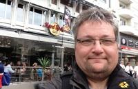 Vor dem Hardrock Cafe in Göteborg