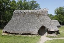 Nachgebautes Bronzezeithaus in Vitlycke