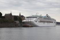 Ein etwas größeres Schiff im Hafen von Oslo