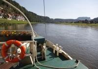 Blick von der Elbefähre flußaufwärts