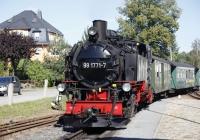 Der Dampfzug schnaubt in den Bahnhof Dippoldiswalde
