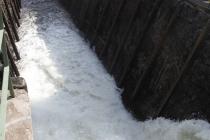In die Schleuse einströmendes Wasser