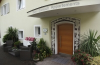 Eingang der Garni Dornach Appartments