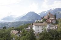 Blick über Schenna und die Berge