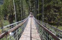 Eine klapprige Hängebrücke war zum Überqueren