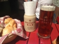 Das rote Bier schmeckte ausgezeichnet