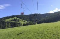 Blick zur Bergstation des Sessellift