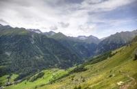 Blick über die Bergwelt und nach Hinterbichl