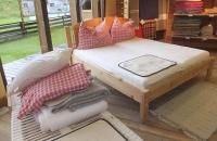 Gemütliches Bett im Villgrater Natur Shop