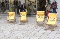 Diese Liegestühle wurden gerade erst wieder aufgestellt