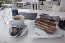 Kaffee und Torte im MoCafe