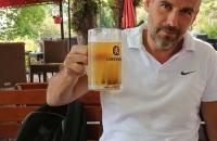Thomas mit einem Bier in Schondorf