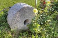Stein vor dem Aussersalfnerhof