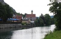 Der kleine Ort Essing nahe Kelheim