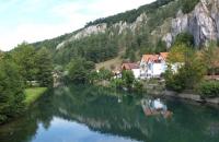 Häuser am Wasser in Essing