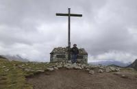 Ich beim Gipfelkreuz der Mitteragalm