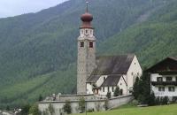 Wallfahrtskirche im Ort Unser Frau