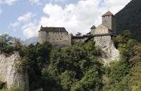 Schloss Dorf in Tirol