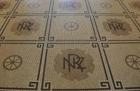Fußboden im Bahnhofsgebäude