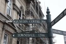 Wegweise in der City von Dunedin