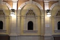 Schalter im Bahnhofsgebäude