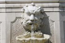 Wasserspeiende Steinfigur
