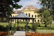 Laube vor Schloss Eckartsau