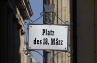 Schild am Platz des 18. März