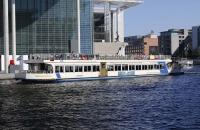 Ausflugsboote im Reichstagsviertel