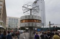 Die bekannte Weltzeituher am Alexanderplatz