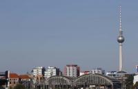Ostbahnhof mit Fernsehturm am Alex im Hintergrund