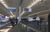 Große Checkin-Halle am Internationalen Flughafen Hong Kong