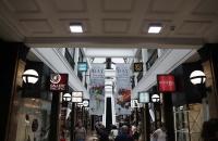 Passage mit kleinen Läden in Auckland