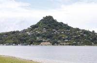 Interessanter Berg gegenüber von Waitakururu
