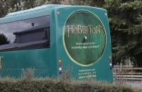 Mit solchen Bussen wurde man ins Hobbiton gefahren