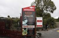 Schild am Eingang von Hells Gate