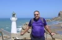 Wolfgang vor Leuchtturm in Castleport