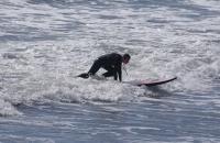 Junge Surferin beim Training