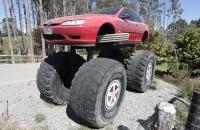 Der hat sein Auto etwas höher gelegt