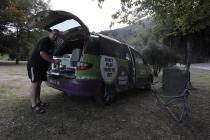 Wolfgang beim Kochen beim Camper