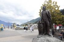 Statue in Queenstown